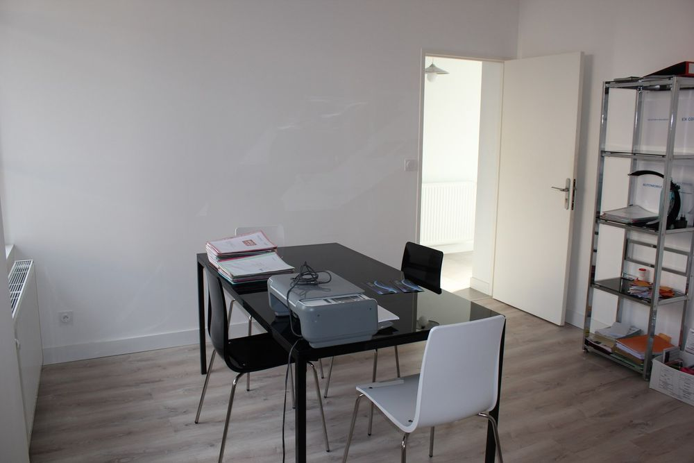 Nous louons un bureau en RDC de 15 m2  non meublé